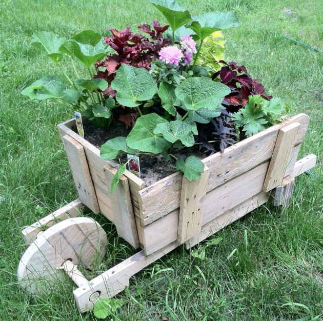 20-easy-reclaimed-wood-diy-garden-projects-19-630x626