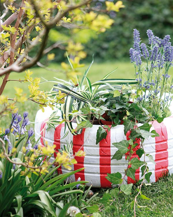 diy-garden-decoration-tire-planter-red-white-stripes