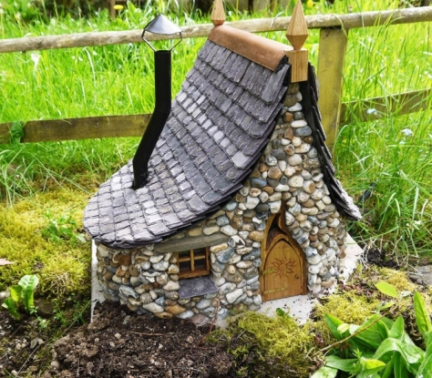 enchanted-cottages-garden-decoration