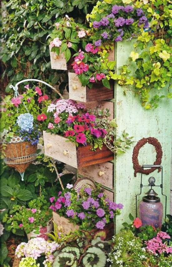 garden-decoration-ideas-garden-decor-weathered-wood-drawers-flower