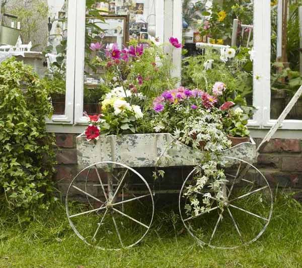 stunning-repurposed-garden-decor-the-best-30-diy-vintage-garden-project-you-need-to-try-this-spring