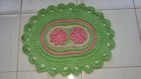 tapete-croche-russo-verde-e-rosa-50x70-oval