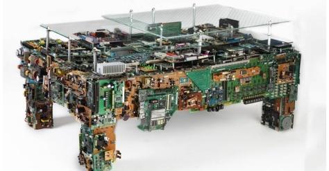 a-inspiracao-de-benjamin-caldwell-para-fazer-esta-mesa-foi-um-armazem-antigo-cheio-de-paletes-com-computadores-velhos-a-partir-disso-ele-criou-a-estrutura-feita-com-o-metal-de-gab