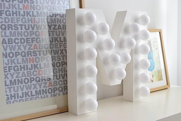 letra-con-bombillas-3